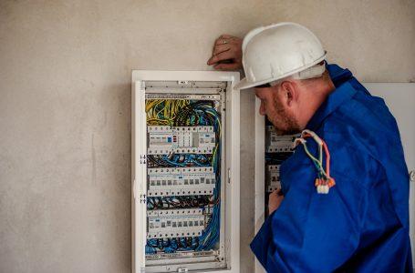 Cât câștigă un electrician în România