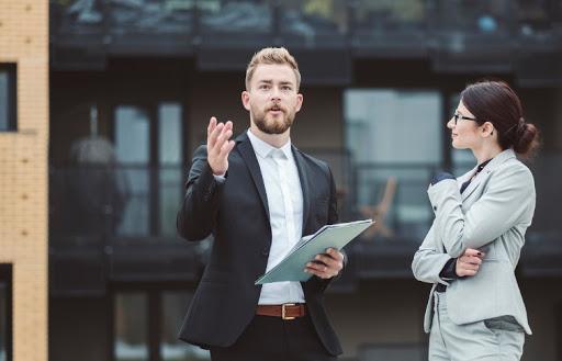 Deci, ce face un agent imobiliar într-o zi obișnuită?