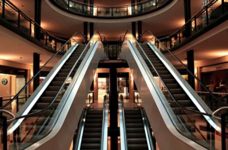 Avantajele și dezavantajele construirii unei clădiri comerciale