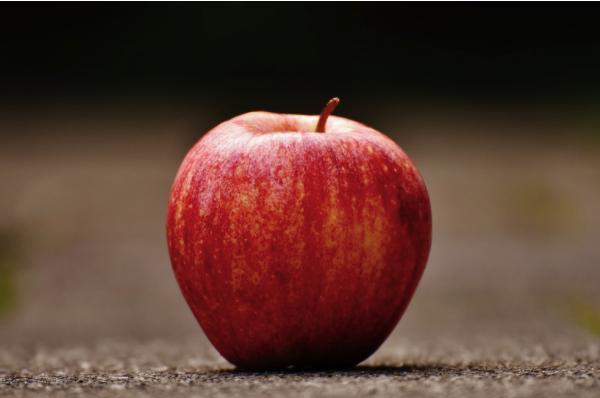 Marile beneficii ale sucului natural de mere