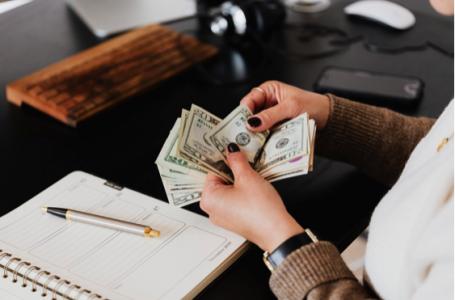 Cum să economisiți bani pe facturile la gaz și electricitate