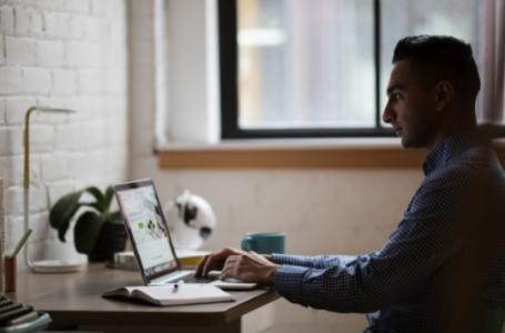 Cum poti paria online: 4 lucruri de care sa tii cont